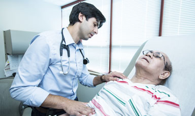 Morrisania-Dr-with-patient-1